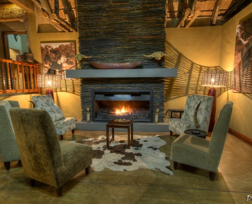 The fireplace, located between the lounge and the restaurant.