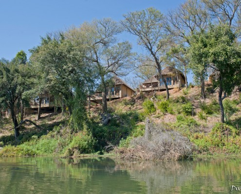 The rooms (chalets) from the river